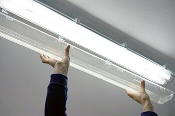Leuchtstoffröhren gegen LED-Röhren auswechseln